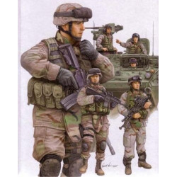 TRUMPETER Modern U.S. Army...