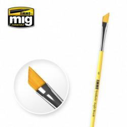 AMIG 6 Synthetic Angle Brush